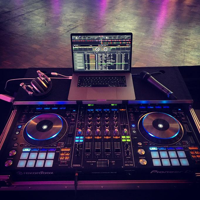 Ausschließlich professionelles DJ Equipment im Einsatz