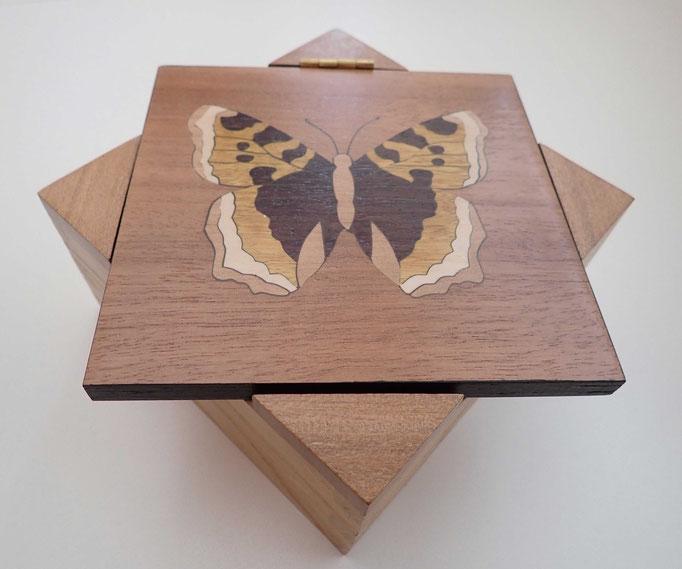 Boite Papillon - couvercle en diagonale - marqueterie - Atelier Eclats de Bois - 38 isère