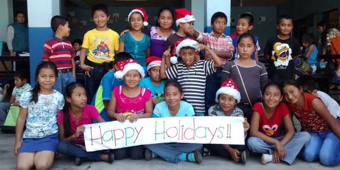 SchülerInnen der Grundschule Nuestro Futuro in Guatemala 2015 (© Ninos de Guatemala)