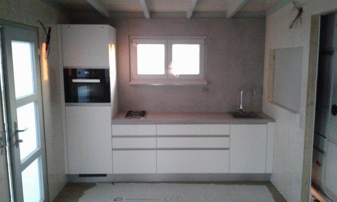 Softmatt-Weiß Küche mit Miele Geräten und Keramikwaschbecken