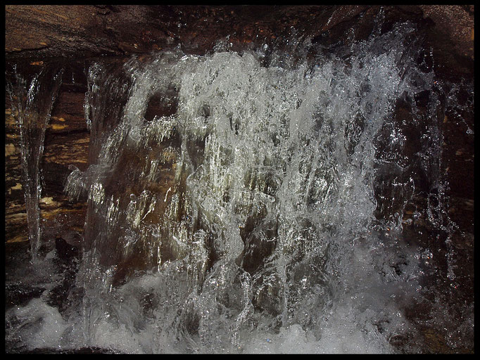 Inghiottitoio delle Lame: cascatella