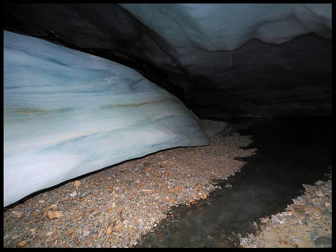 Grotta Glaciale Vadrecc di Sorda: ruscello ghiacciato