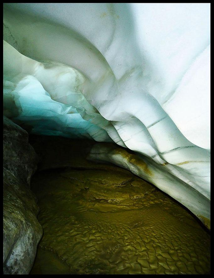 Ghiacciaio del Cavagnöö (Cavagnoli): la grotta di contatto a 2700 m