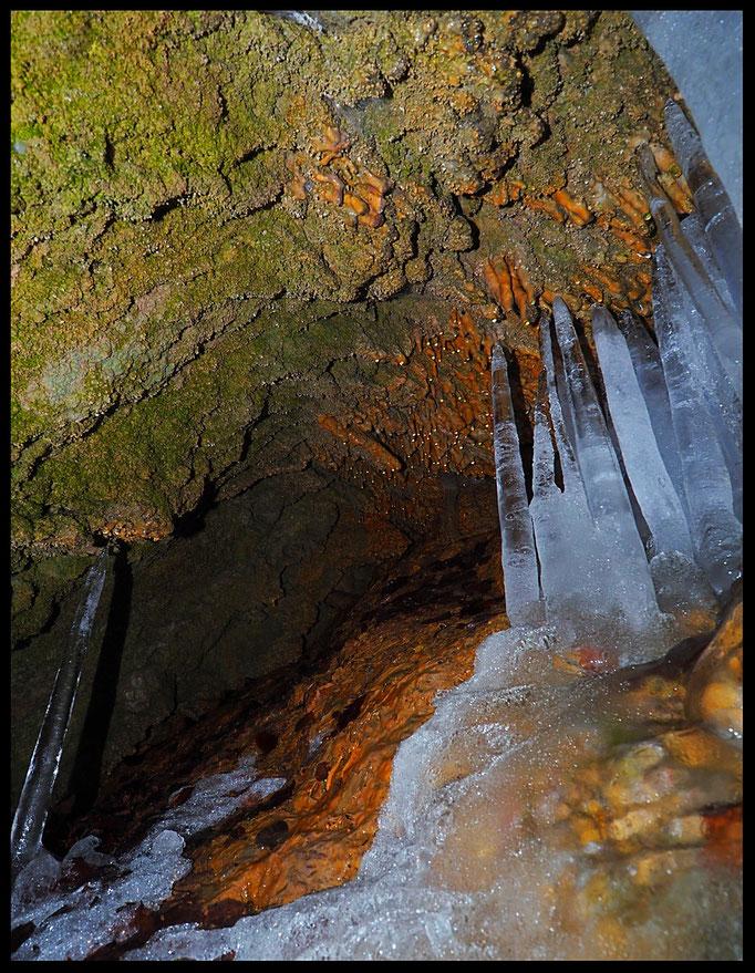 Grotta a Sud di Albio: formazione di ghiaccio in inverno