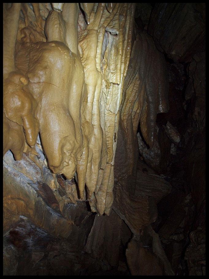 Grotta Sopra Scandoràir: concrezioni parietali