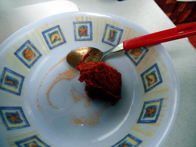 Currypaste in etwas Wasser auflösen