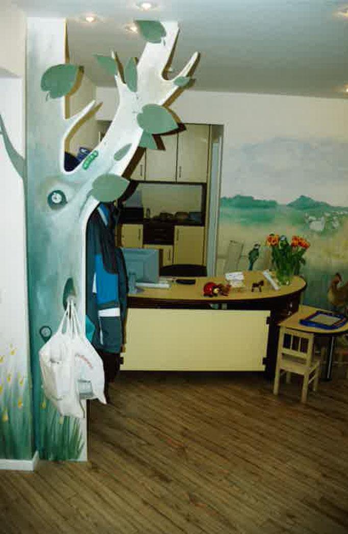 Praxis-Empfangstisch | Kinderzahnarzt