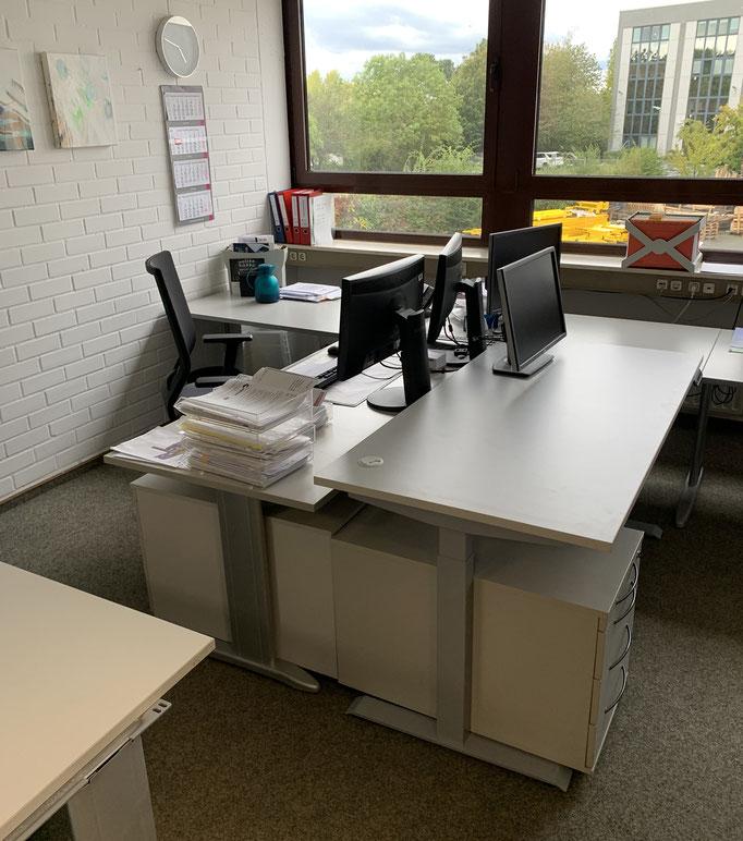Büro   Schreibtisch höhenverstellbar