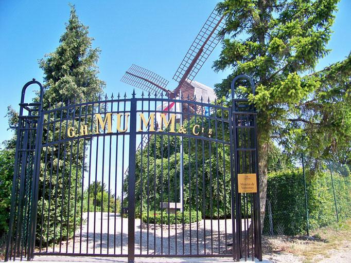 Le moulin de VERZENAY, propriété du champagne MUMM