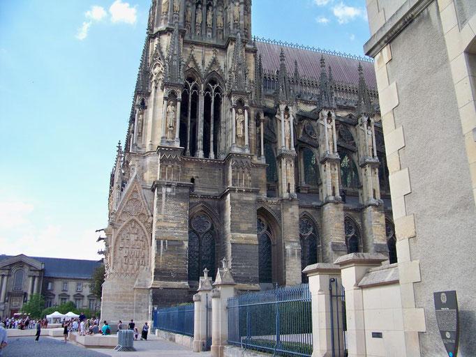La cathédrale et ses statues par centaines