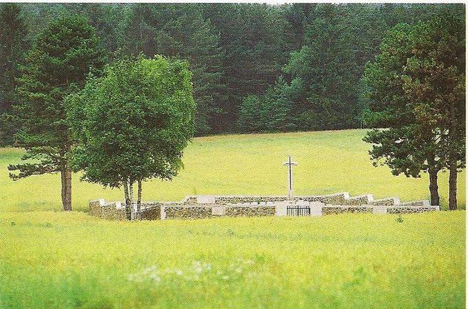 Le cimetière militaire britannique de COURMAS  207 Soldats 14/18
