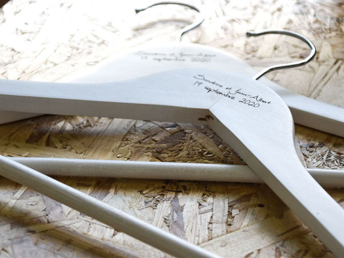 Cintres en bois blanc