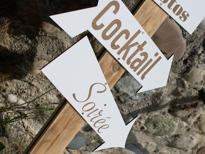 Flèches directionnelles en bois blanc