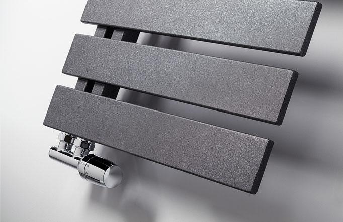 Detail Yenga Designheizkörper in Standardfarbe graphit-schwarz, Foto © HSK