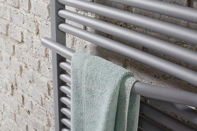 Detail Line Plus Designheizkörper in Sonderfarbe perl-grau, Foto © HSK