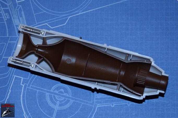 DeAgostini Bau deinen X-Wing Ausgabe 12 Die beiden Hydraulikregulierer und der Alluvialdämpfer werden an der oberen Hälfte des Fusionstriebwerkgehäuses (Ausgabe 11) befestigt