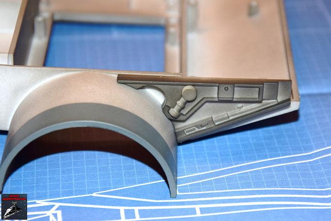 DeAgostini Bau deinen X-Wing Ausgabe 9 Das Detail wird an dem Verbindungsstück befestigt und dieses an die Antriebsbefestigung geschraubt