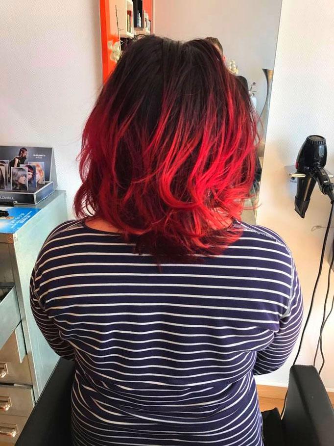 Ombre et Hair en noir et rouge intense