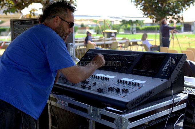 Tony, régie son extérieur. Festival JAZZ360 2014, balances de Delbosque Band. Cénac, 07/06/2014