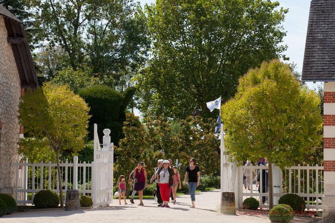 Entrée des Jardins du Festival, Domaine de Chaumont-sur-Loire, Loir-et-Cher, Région Centre-Val-de-Loire. Mercredi 26 août 2015. Photographie © Christian Coulais