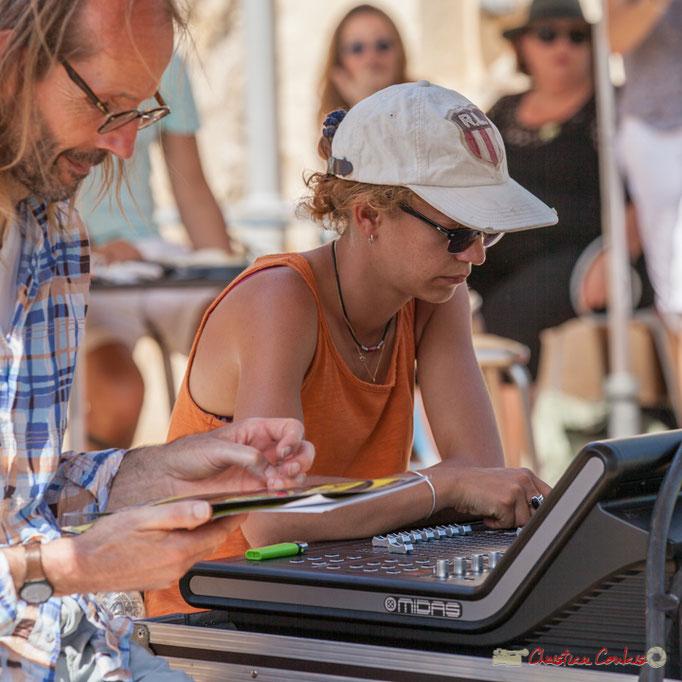 "Benoît Bertin, animateur Radio Entre-Deux-Mers, Charlotte Léric, ""manipulatrice sonore""; Festival JAZZ360, Latresne. 11/06/2017"