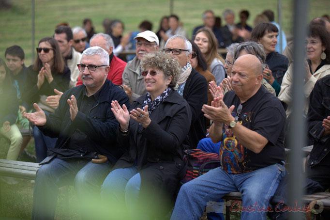 Festival JAZZ360 2015, applaudissements chaleureux du plubic à l'écoute d'Isotope Trio au Château Lestange, Quinsac. 14/06/2015
