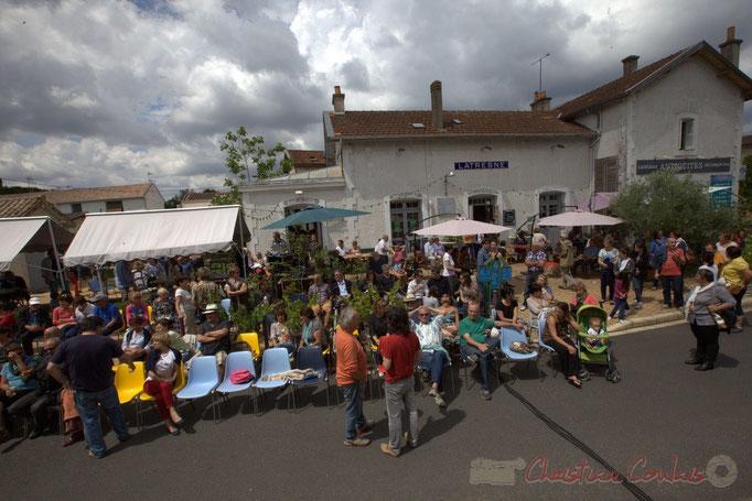 """""""Dans l'attente du concert"""", Festival JAZZ360 2015, piste cyclable Roger Lapébie, gare de Latresne, 14/06/2015"""