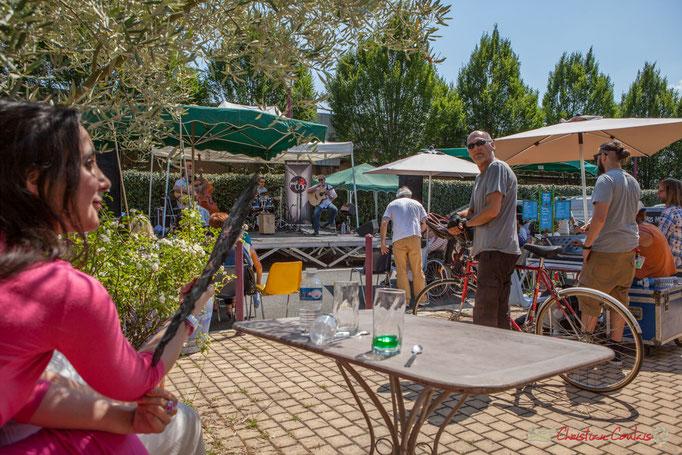 A deux pas de la Piste cyclable Roger Lapébie, un concert en plein air. Ancienne Gare de Latresne, Festival JAZZ360, 11/06/2017