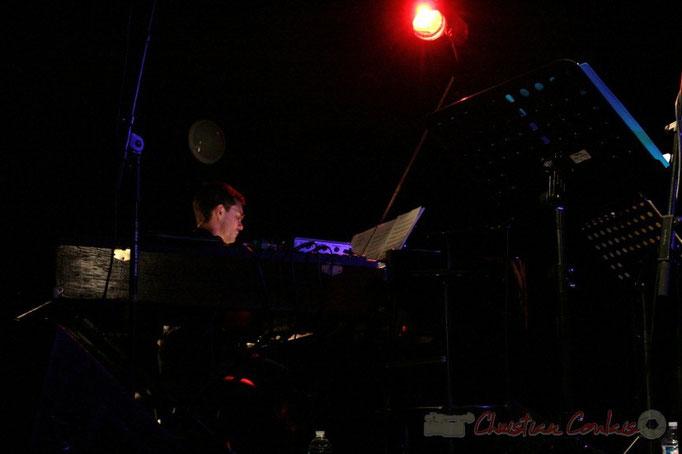 Xavier Duprat, Fender Rhodes & piano; Fada. Festival JAZZ 2010, salle culturelle de Cénac. 14/05/2010