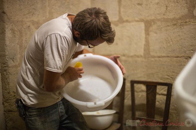"""Nettoyage des ustensiles, Ferme du petit baron """"Videau"""" Baron; jeudi 24 septembre 2015"""