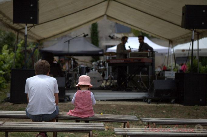 """Festival JAZZ360 2015, """"PublicS"""", pause repas, ce sont les balances. Château Lestange, Quinsac. 14/06/2015"""