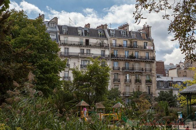 """""""Respectez notre sommeil"""". Square du Temple, Paris 3ème arrondissement"""