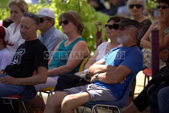 Au centre Robert Mensensal, bénévole du Festival JAZZ360 2014, Cadijo vagabond blues project, Latresne. 08/06/2014