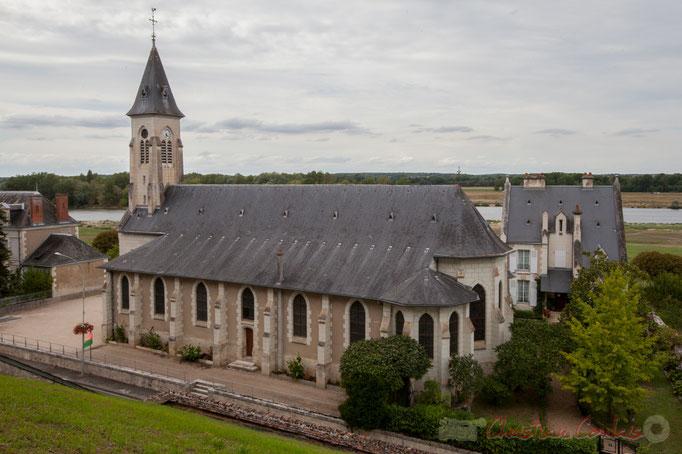1884-1888, le Prince Henri-Amédée de Broglie rase 113 maisons, déplace le cimetière, reconstruit l'église (architecte Paul-Ernest Sanson), pour édifier le parc du Château de Chaumont-sur-Loire. Mercredi 26 août 2015. Photographie © Christian Coulais