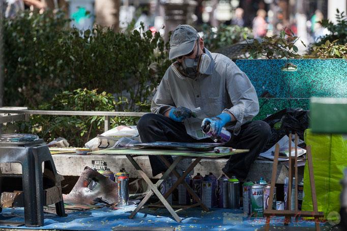 Artiste graffeur-tagueur, Esplanade Roger Joseph Boscovich, Paris 11ème arrondissement