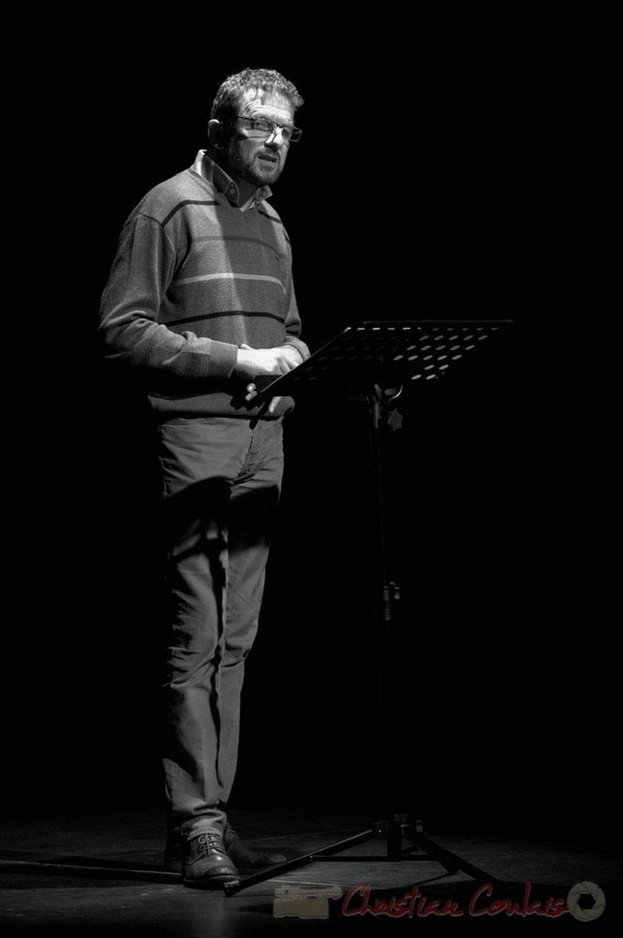 """Hubert Chaperon, metteur-en-scène et comédien, lit """"le départ"""", Cénac, Gironde. 5 décembre 2014"""