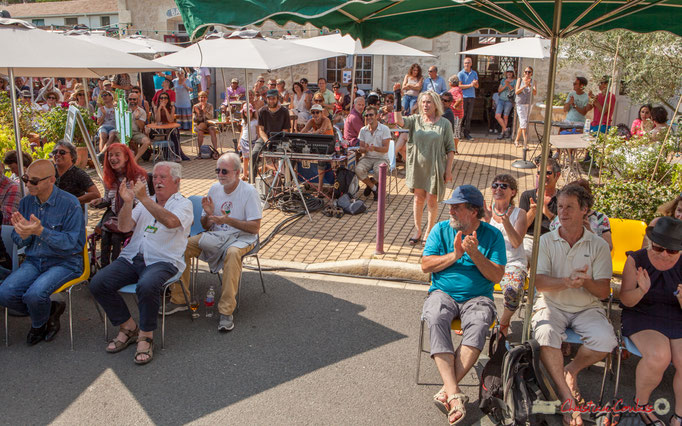 Salve d'applaudissements pour le rappel de Mystèretrio Quartet, Festival JAZZ360, Ancienne gare de Latresne. 11/06/2017