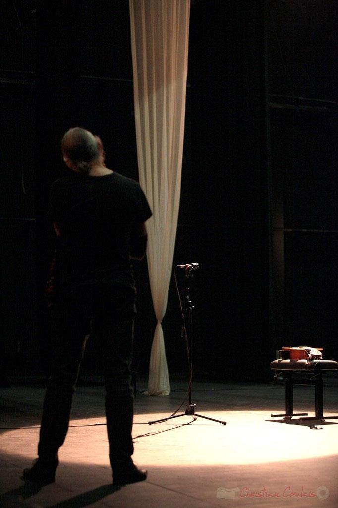 """Philippe Cauvin, deux heures avant son """"Philippe Cauvin Solo Orchestra"""", Rocher de Palmer, 22/10/2014. Reproduction interdite - Tous droits réservés © Christian Coulais"""