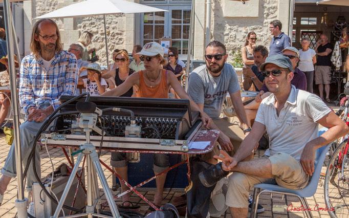 Benoît Bertin, animateur Radio Entre-Deux-Mers, Charlotte Léric (et ses acolytes) mixe le son de Mystèretrio Quartet, Festival JAZZ360, Latresne. 11/06/2017