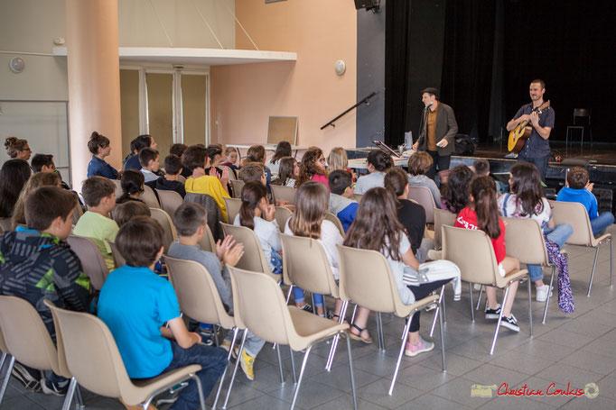 Salve d'applaudissements en remerciement du concert pédagogique interpété par Cadijo et Ludovic Aristégui. Festival jAZZ360, Cénac. 05/06/2018