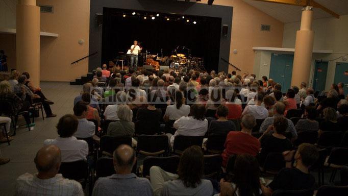 Festival JAZZ360 2014, salle culturelle pleine pour le concert d'Anne Quillier Sextet, Cénac. 07/06/2014