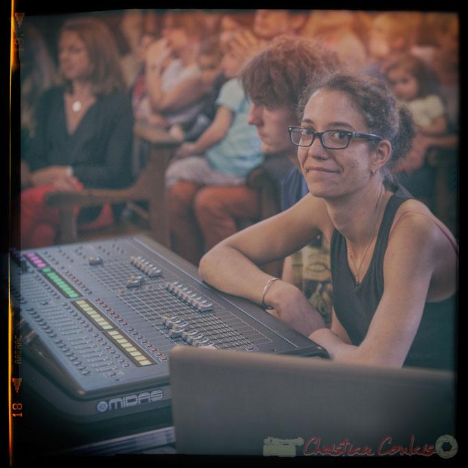 Charlotte Leric, responsable du son extérieur, scènes de Camblanes-et-Meynac, Quinsac, Latresne. Festival JAZZ360 2016. Photographie : Christian Coulais