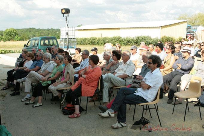 Public assez nombreux pour cette première, attentif à l'écoute de la voix de Florinda Piticchio & Balarm Quartet, Festival JAZZ360 2011, Cénac. 05/06/2011