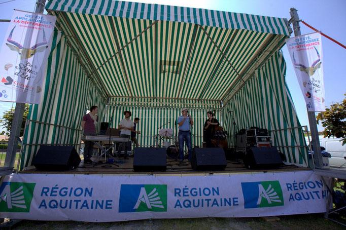 Richard Raducanu, élu puis Président de l'association en charge du Festival JAZZ360 2014, présente le Delbosque Band. Cénac, 07/06/2014