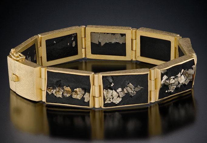 Slate-pyrite hinge bracelet, 18KY