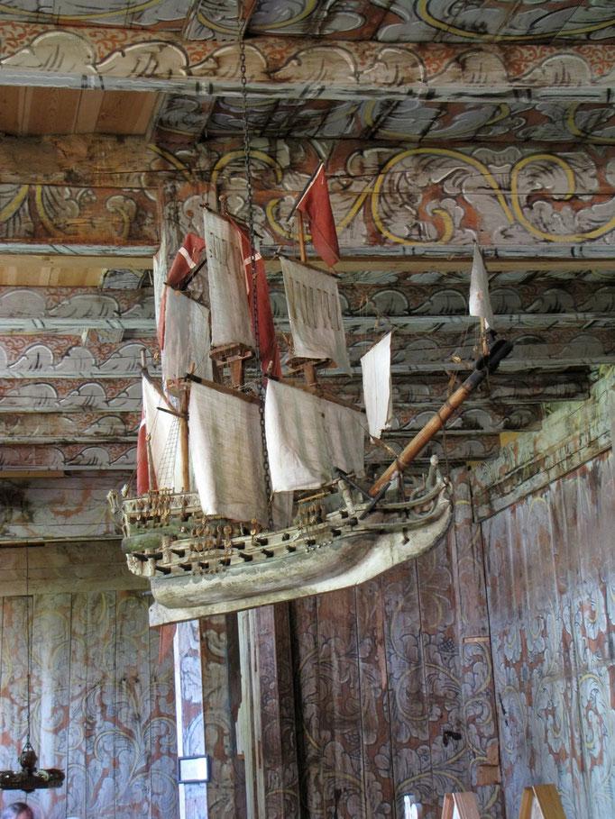 Schiff in einer Stabskirche in Norwegen//Norway