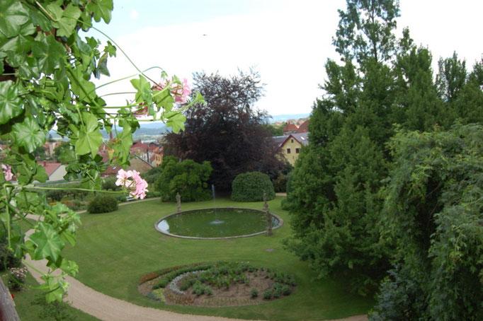 ..der Nutzgarten der Familie Dubsky mit einem Apfelbaum-Hain