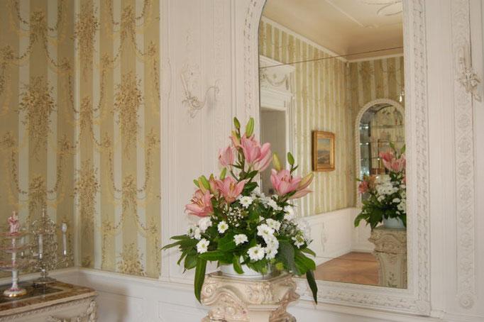 ...alle zwei Tage werden die Räume mit frischen Blumen aus eigenem Garten geschmückt...
