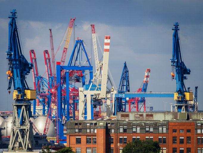 Hamburg. Hafenkräne.