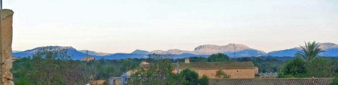 Blick nach Norden ins Tramuntana-Gebirge: 1.400 m der Puig Major
